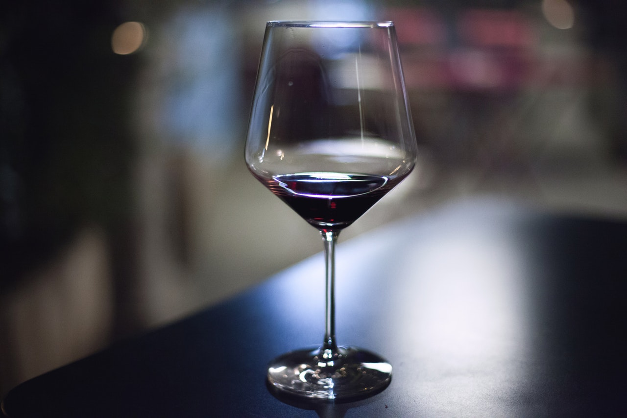 Wine tasting: four steps to approach a wine-glass and have a good tasting experience